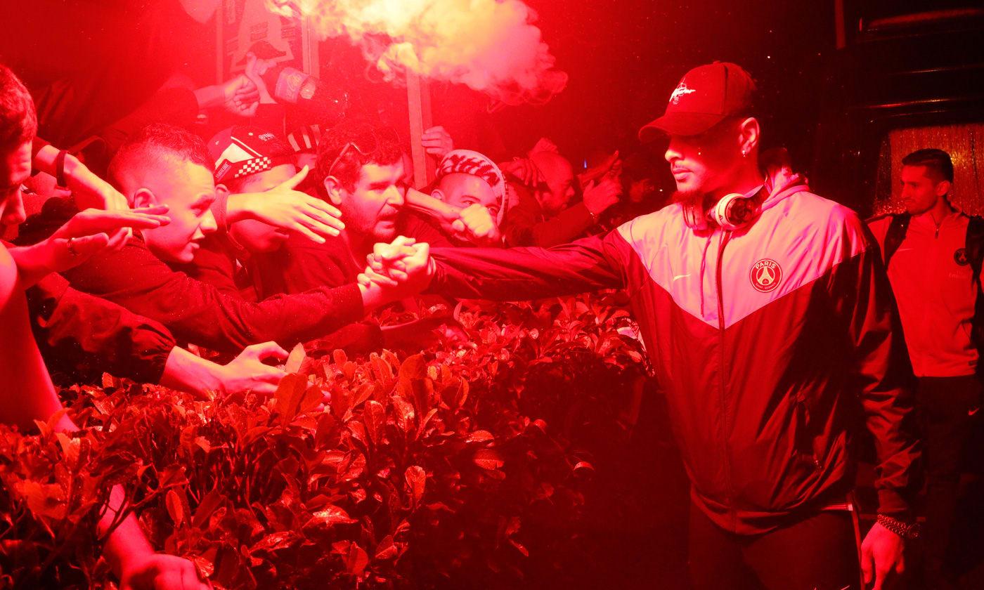 OMPSG - Des supporters parisiens ont accueilli les joueurs à leur retour à 3h30