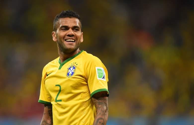 Dani Alves ne veut plus parler de Manchester City et commente son rôle de capitaine du Brésil