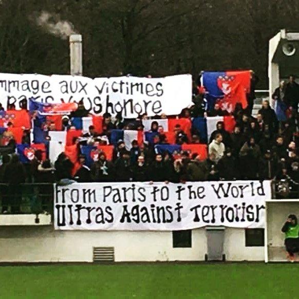 Le Collectif Ultras Paris a rendu hommage aux victimes des attentats de Paris
