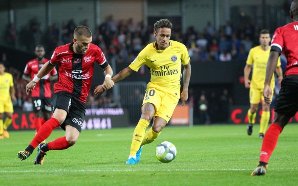 Neymar J'essaie de garder cet aspect joyeux et un peu différent...Il y a une grande part d'improvisation