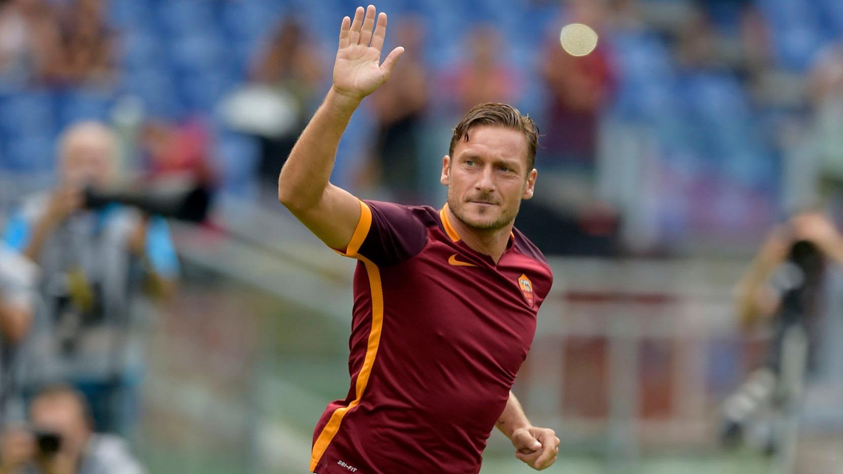 """Francesco Totti """"Le transfert de Neymar ? Ça n'a aucun sens.Je préfère le football comme il était avant"""""""