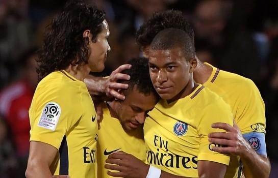 """Alain Roche revient sur sa carrière pour expliquer qu'il faut mettre Neymar et Mbappé """"dans le formol"""""""