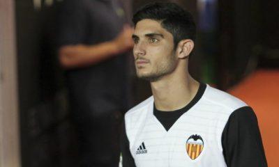 """L'entraîneur de Valence serait """"heureux"""" de garder Guedes, mais n'est pas sûr que ce soit possible"""