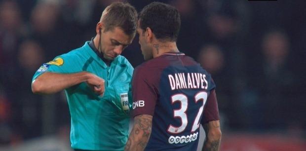 Dani Alves carton rouge Lyon/PSG
