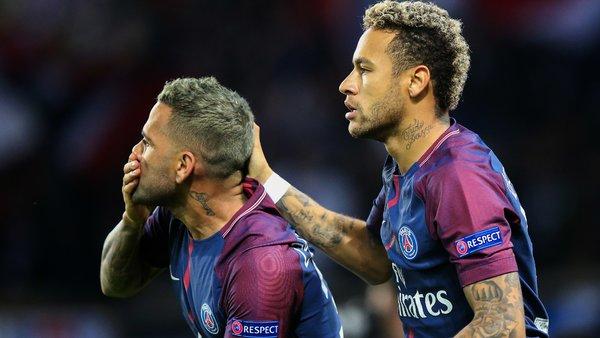 Dani Alves revient sur l'arrivée de Neymar au PSG et indique qu'il est venu par ambition et non sur son conseil