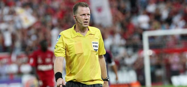 PSGDijon - L'arbitre de la rencontre a été désigné, peu de jaune, plus de la moyenne en rouge
