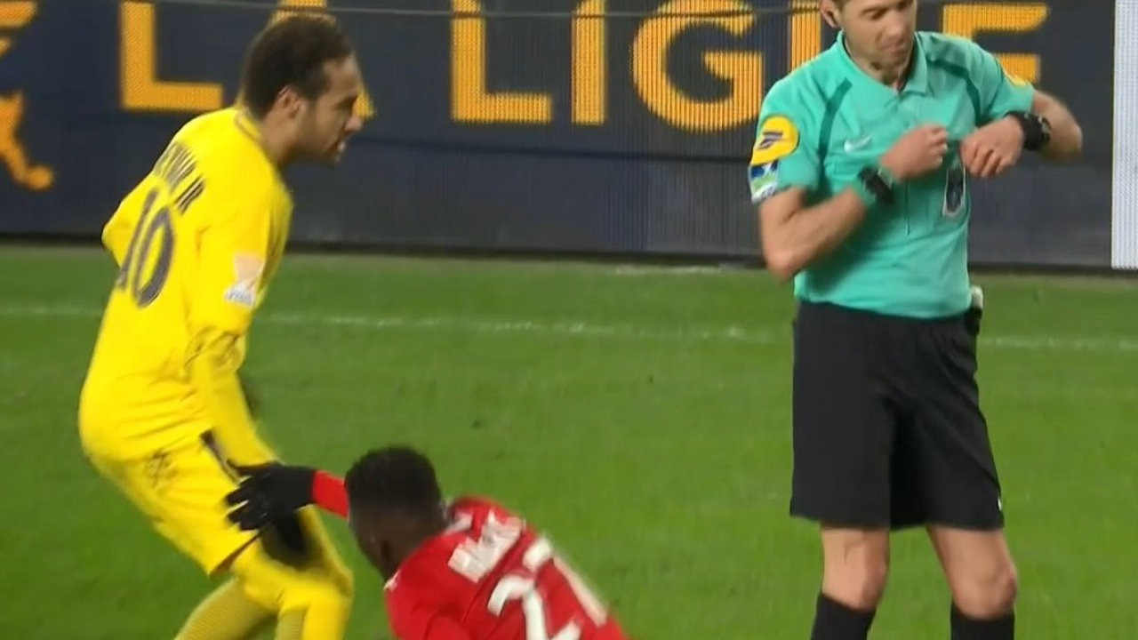 Hamari Traoré Neymar J'aurais pu faire un scandale, j'aurais pu lui rentrer dedans