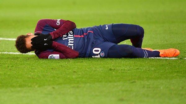 La Seleção aussi dans le doute pour Neymar, le médecin vient à Paris
