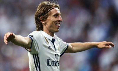 """Modric """"Nous posons toujours pour lesphotos en tant que vainqueurs à la fin des matchs"""""""