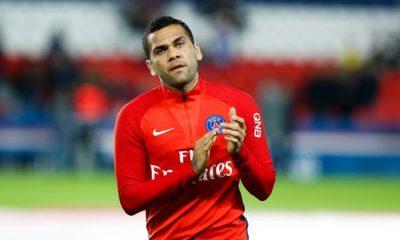 Dani Alves va être repositionné sur la fin de saison pour faire plaisir à Meunier, selon UOL
