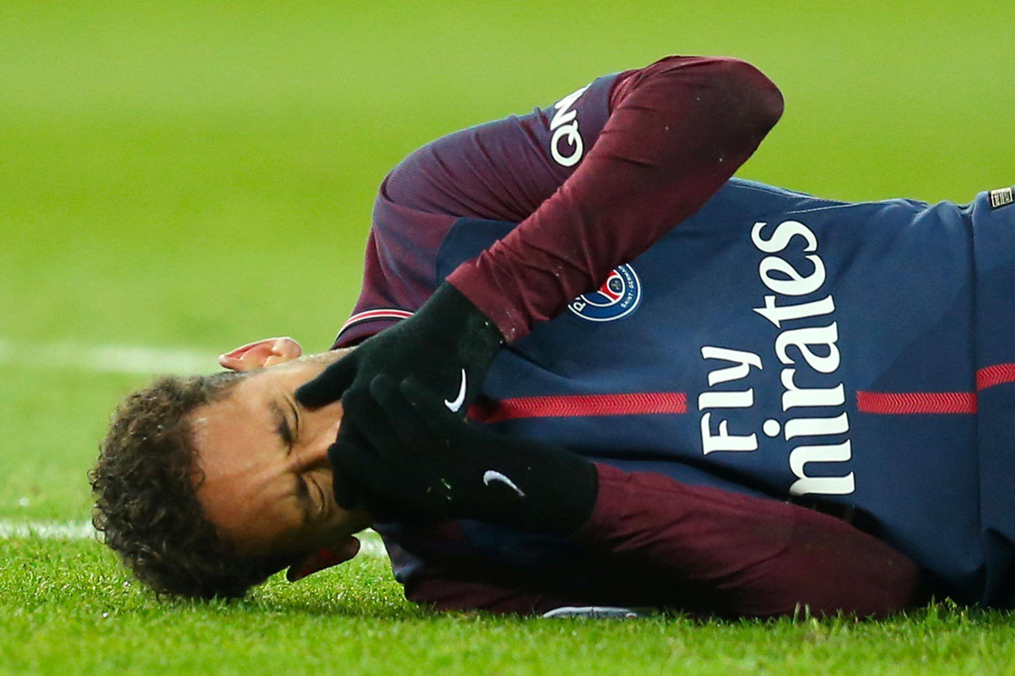 """Selon le médecin de la Seleçao """"Tout se passe bien"""" pour Neymar"""