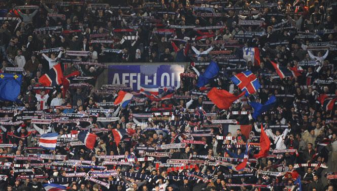 Des images de bagarres entre supporters du PSG en marge de la finale de Coupe de la Ligue