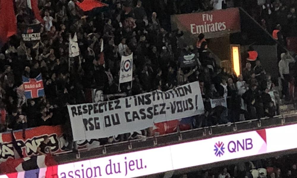 PSG/Guingamp - Les Ultras déploient des banderoles contre les joueurs