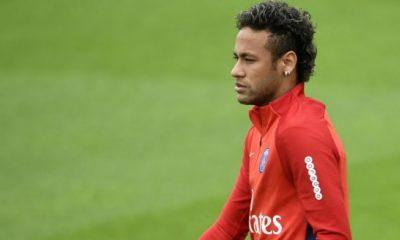 Neymar a retouché le ballon au Camp des Loges et est déjà bien habile