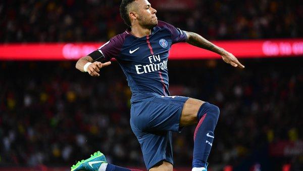 Neymar est arrivé à Paris et va passer des tests médicaux ce vendredi