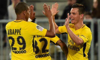 Lo Celso célébration but avec Kylian Mbappé