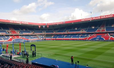 Le Paris Saint-Germain rénove son terrain du Parc des Princes
