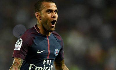 Dani Alves aimerait rester dans l'organigramme du PSG après sa carrière de joueur, selon Paris United