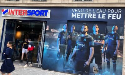 La devanture d'Intersport arrachée