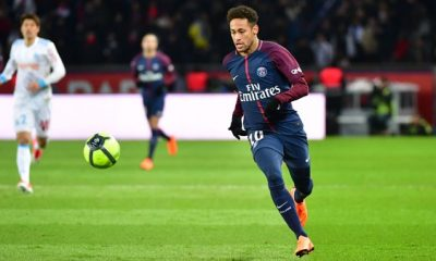 """Neymar """"se sent bien à Paris. Il n'a aucune raison de partir"""", confie sa mère"""