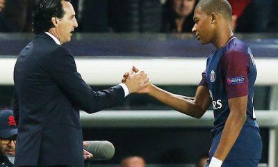 Unai Emery félicite ses joueurs de Séville et du PSG qui sont champions du monde