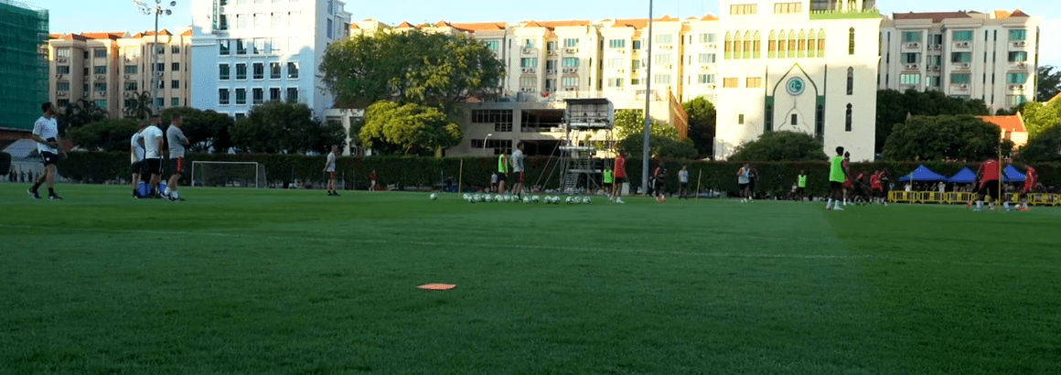 La vidéo Dugout du premier entraînement du PSG à Singapour