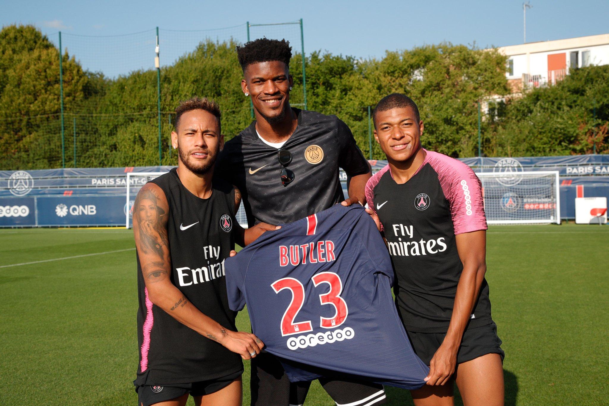 Jimmy Butler (star de la NBA) rend une visite surprise aux joueurs parisiens