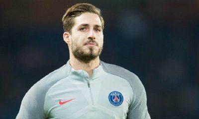 Kevin Trapp bien décidé à rester au PSG et ce dans la bonne humeur, explique Le Parisien