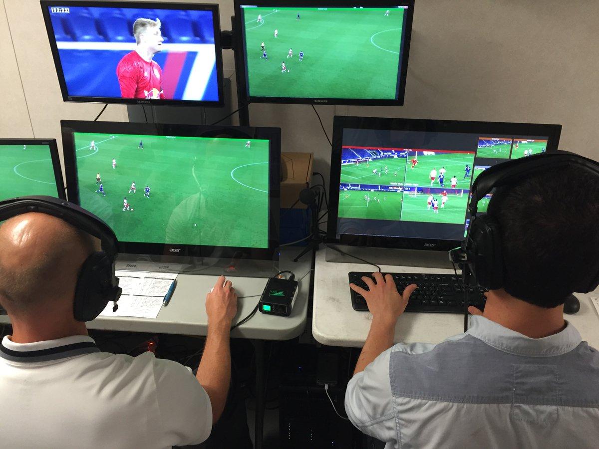 L'UEFA envisage d'introduire la VAR en Ligue des Champions cette saison, à partir des quarts de finale, d'après The Times