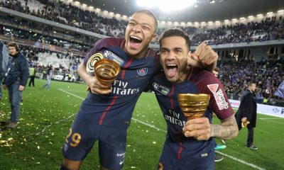 """Alves: """"Mbappé doit continuer à gagner pour écrire l'histoire"""""""