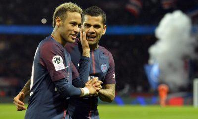 """Alves """"Neymar doit être le petit garçon qui jouait avec le ballon sans se soucier des gens"""""""