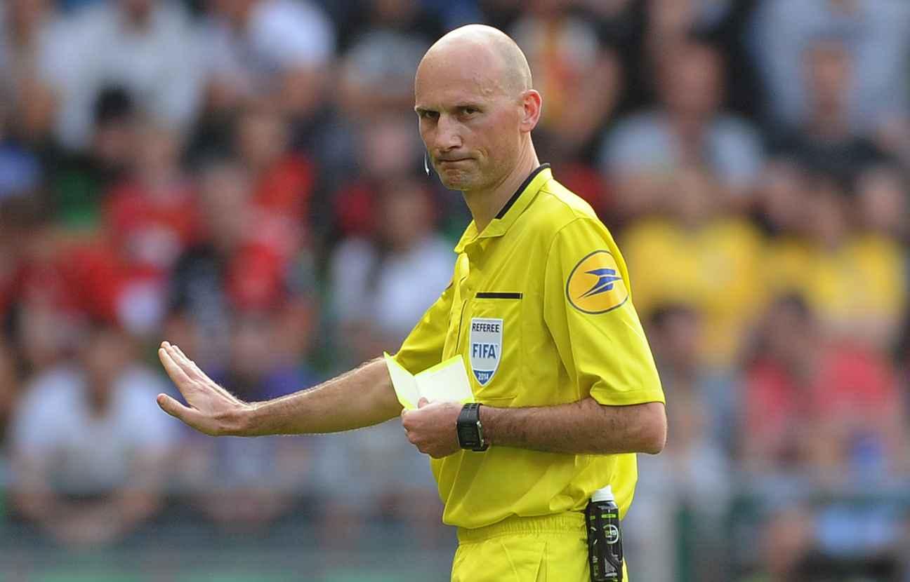 PSG/OL - L'arbitre de la rencontre a été désigné, il n'hésite pas à sortir les cartons