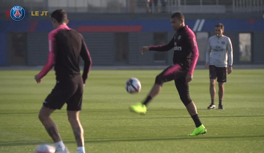 Les images du PSG ce jeudi : entraînement, détente et discussion avec Naples