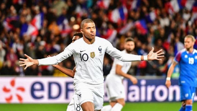 Pays-Bas/France - Les équipes officielles