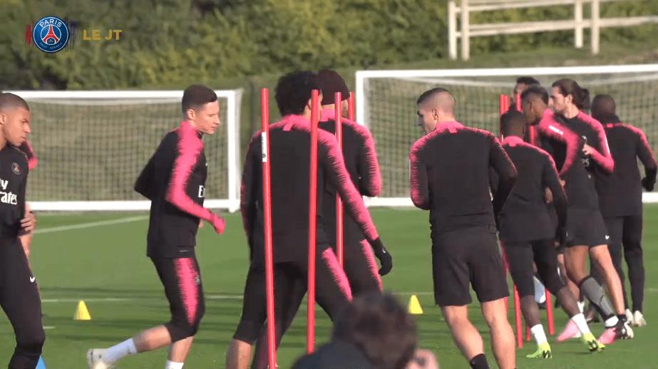 """Les images du PSG ce jeudi : entraînement, Dani Alves annonce son retour """"bientôt"""" et Equipe de France"""