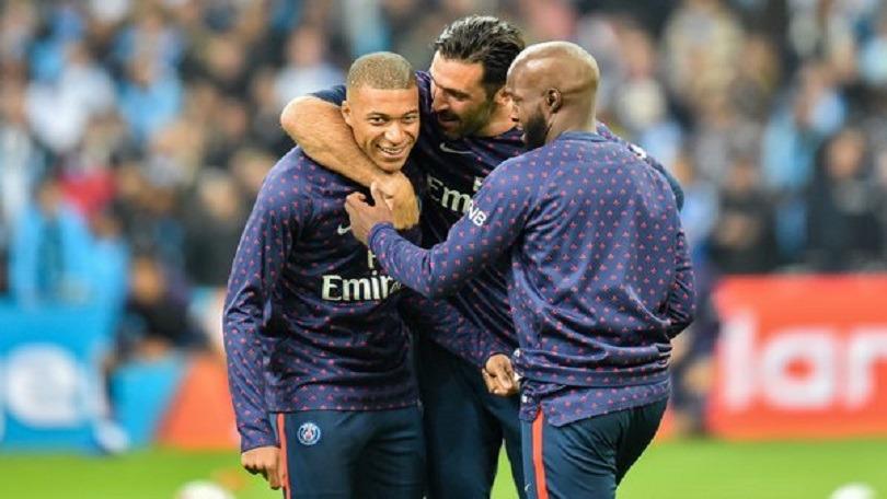 """OM/PSG - Mbappé revient sur sa discussion avec Buffon """"Il voulait me faire oublier et me parler de la vie"""""""