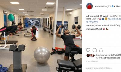 Adrien Rabiot et Antoine Bernède s'amusent de leur situation avec une image