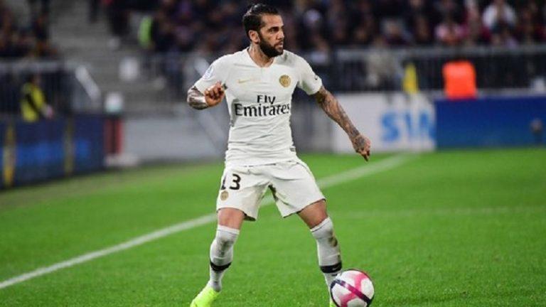 Dani Alves pourrait prolonger son contrat au PSG, annonce Le Parisien