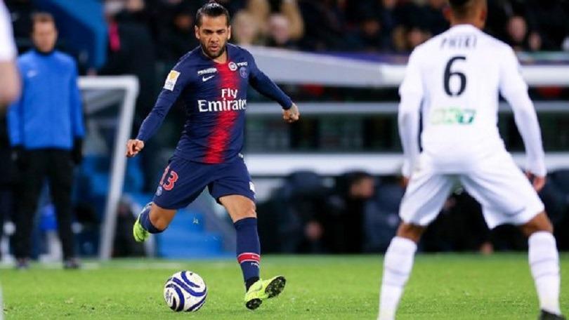 Dani Alves a été contacté par Flamengo, mais veut continuer en Europe et pense à la Premier League selon UOL