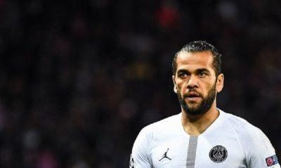 Dani Alves se moque de l'annonce des médias de sa prolongation de contrat au PSG