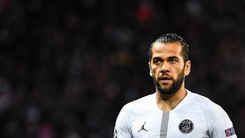 Dani Alves et le PSG n'ont pas d'accord pour une prolongation de contrat, mais la discussion n'est pas terminée selon Goal