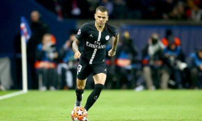 La réflexion continue pour la prolongation de contrat de Dani Alves, refroidie par Manchester United et sa blessure