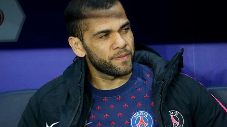 Dani Alves annonce son départ du PSG !