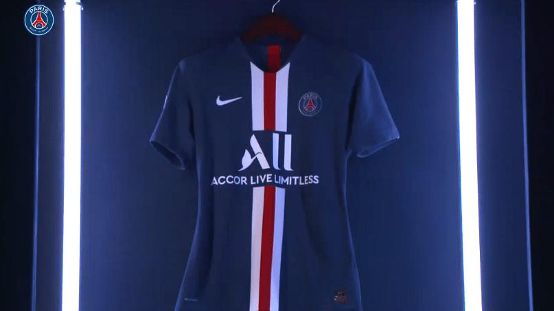 Le PSG présente officiellement son maillot à domicile pour la saison 2019-2020