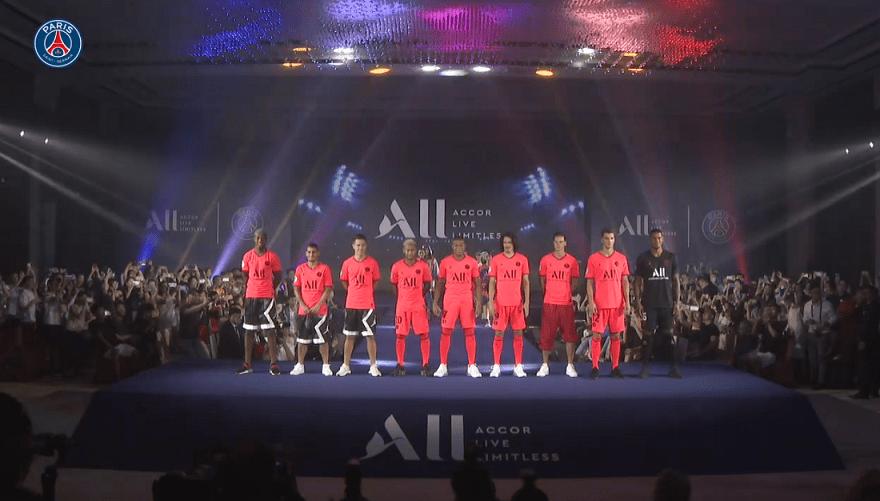 Les images du PSG ce jeudi : présentation de la tenue extérieur et activités de promotion en Chine