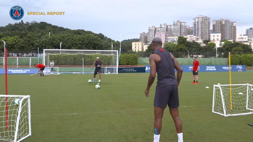 Les images du PSG ce lundi : entraînement, Neymar s'affiche en plein travail et Cavani parle de la pêche