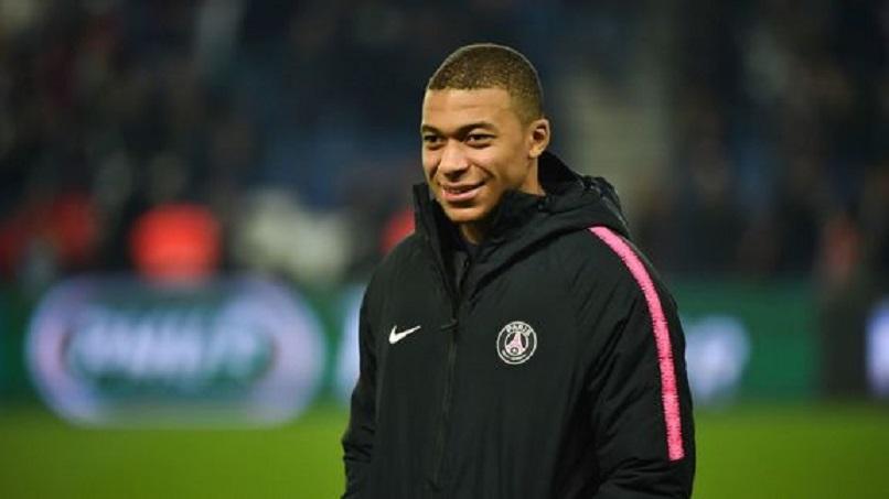 Rennes/PSG - Une supportrice rennaise tente de faire la leçon au PSG, Mbappé la corrige
