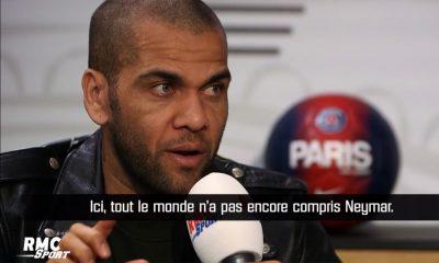 """Alves: """"Parfois pour ne pas heurter un certain type de sensibilité, Neymar préfère se rétracter"""""""
