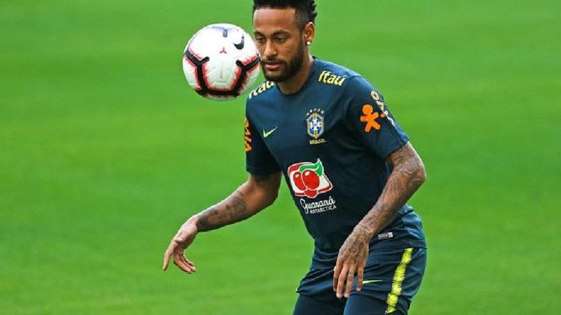 Neymar sorti sur blessure avec le Brésil en amical