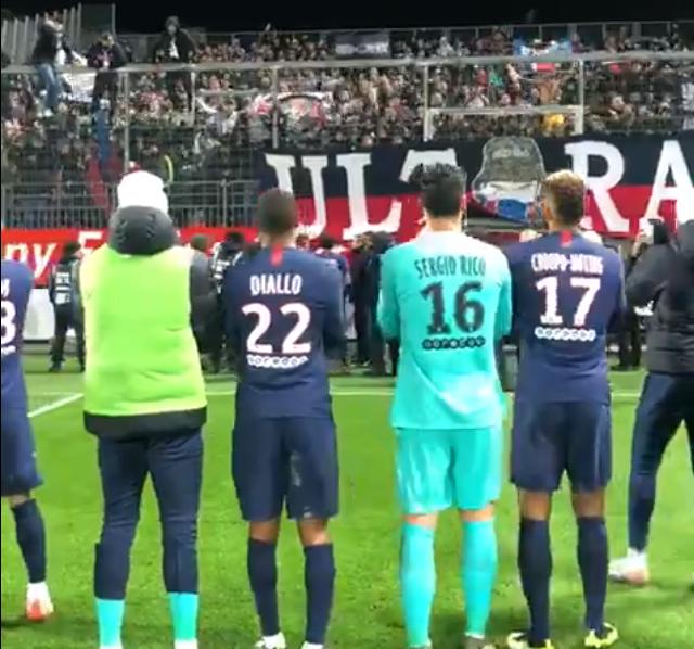 Les images du PSG ce samedi : célébrations de la victoire à Brest, avec les encouragements de Mbappé et Meunier